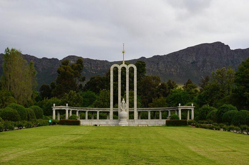 Hugenotten-Denkmal in Franschhoek in Suedafrika