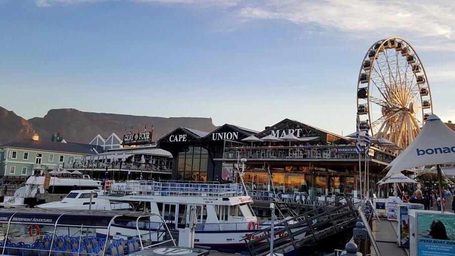 Die V&A Waterfront ist eine lohnenswerte Sehenswuerdigkeit in Kapstadt Suedafrika