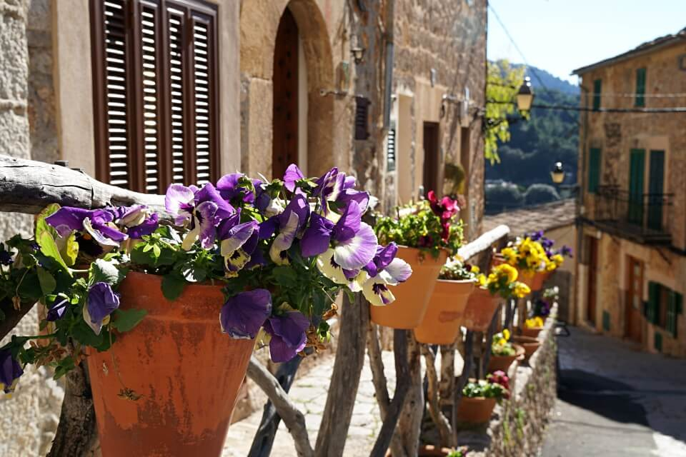 Valldemossa in der Serra de Tramuntana im Winter
