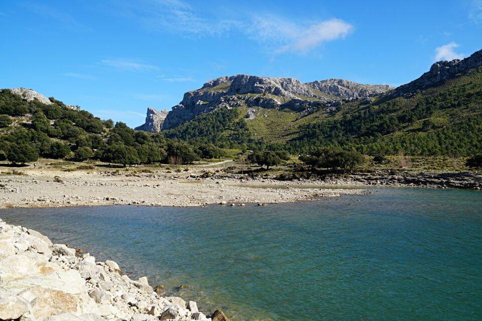 Der Stausee Cuber in der Serra de Tramuntana auf Mallorca