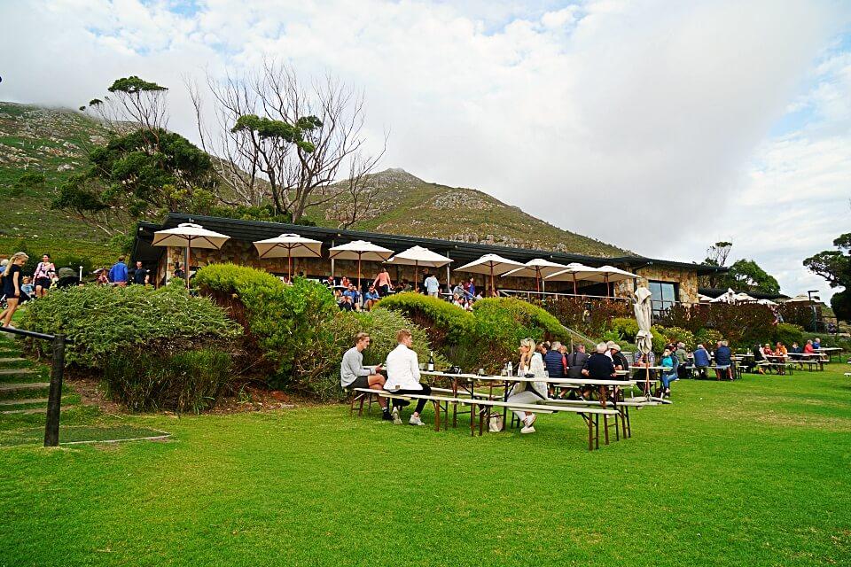 Der Noordhoek Community Market bei Kapstadt in Suedafrika