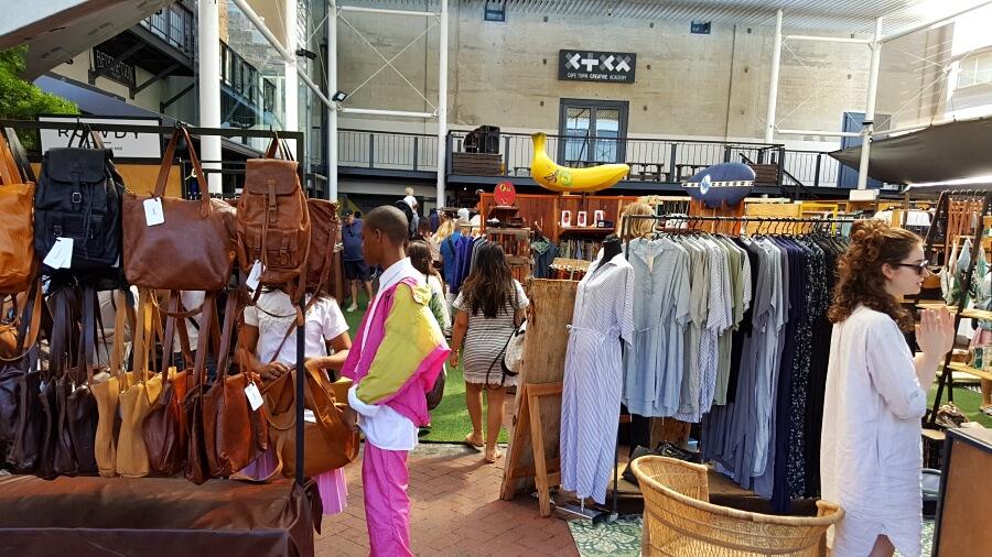 Coole Klamotten und Taschen von lokalen Designern in Woodstock