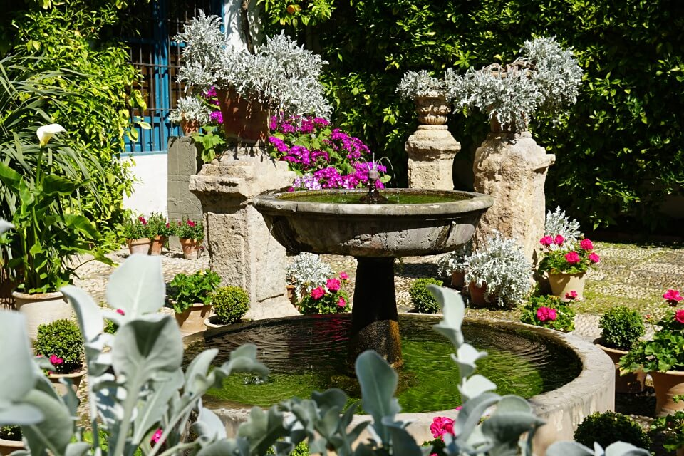 Bunter Patio in Cordoba in Andalusien