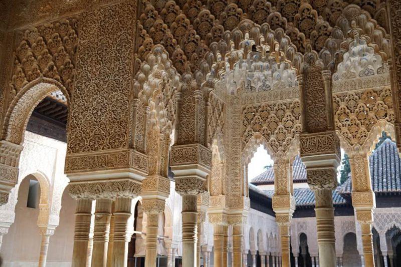 Der Loewenhof im Nasridenpalast der Alhambra