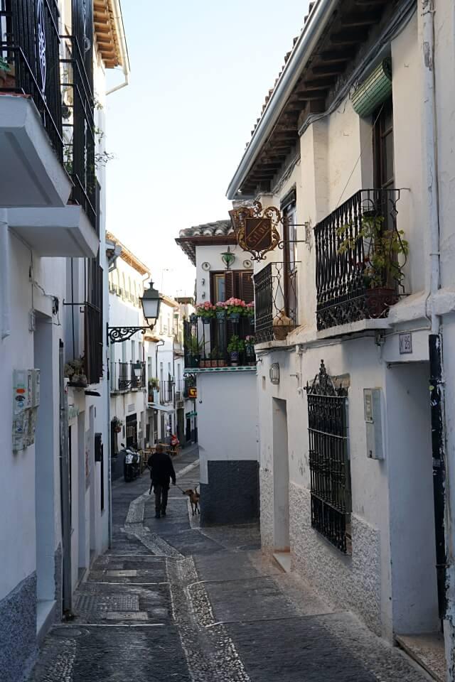 Gassen im Viertel Albayzin in Granada