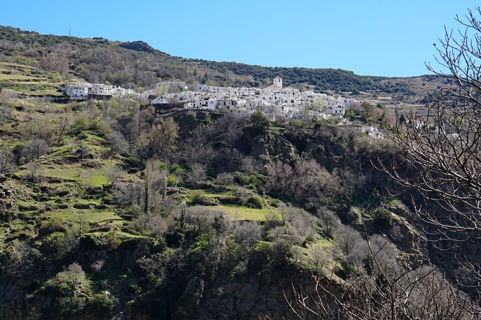 Blick auf Capileira in der Gebirgsregion Alpujarras