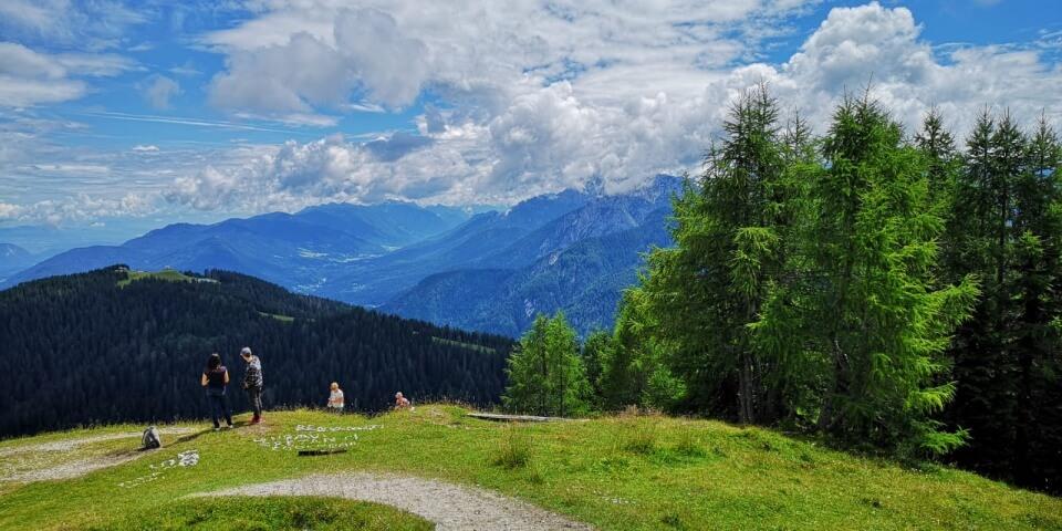 Ausblicke vom Monte Lussari auf die Julischen Alpen, die Karawanken und die Karnischen Alpen