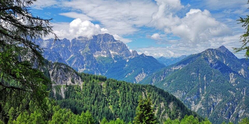 Tolle Ausblicke nach der Wanderung auf den Monte Lussari in Italien