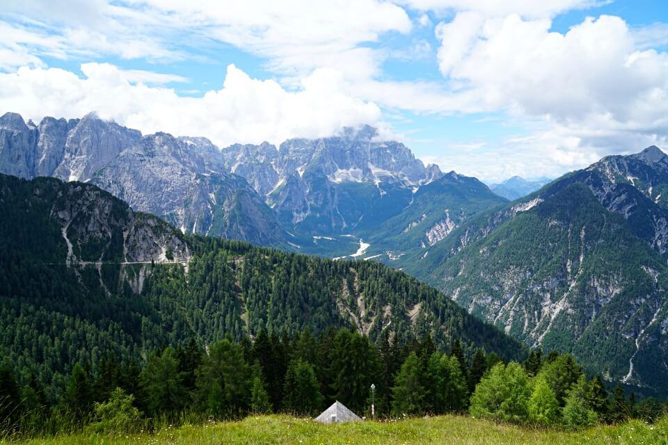 Traumhafte Ausblicke auf die Alpe Adria Region vom Monte Lussari im Friaul