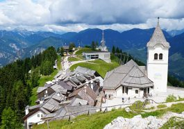 Der Wallfahrtsort Monte Santo di Lussari mit seiner Kirche