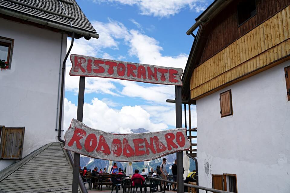 Schoene Einkehrmoeglichkeiten auf dem Monte Lussari