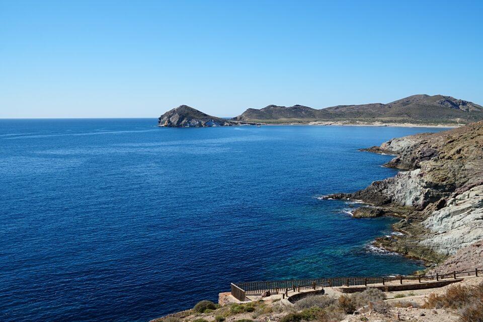 Ausblick vom Mirador bis zum Morron de los Genoveses auf unserer Wanderung im Cabo de Gata
