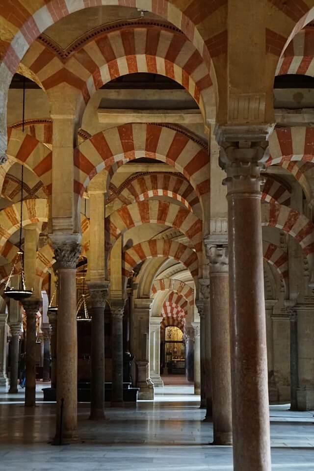 Im Inneren der Moschee Kathedrale von Cordoba in Andalusien