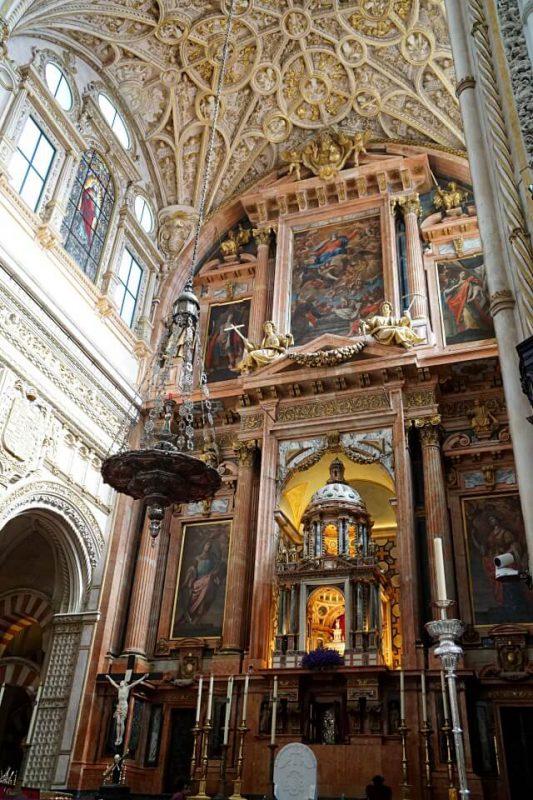 Hauptaltar in der Kathedrale in Cordoba