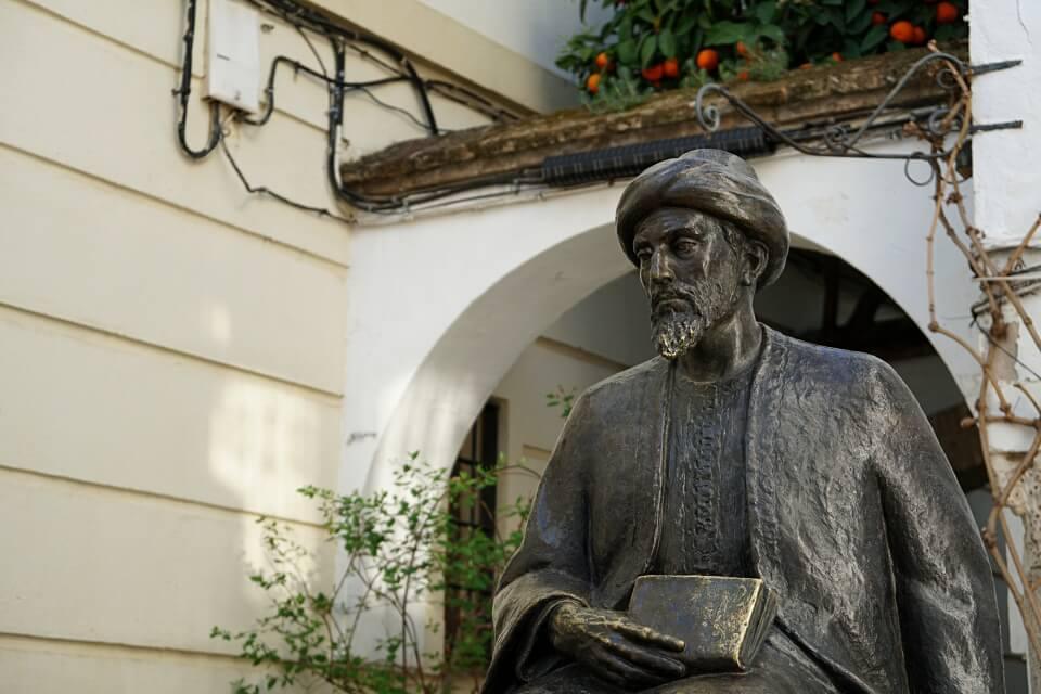 Statue von Maimonides im Juderia Viertel in Cordoba