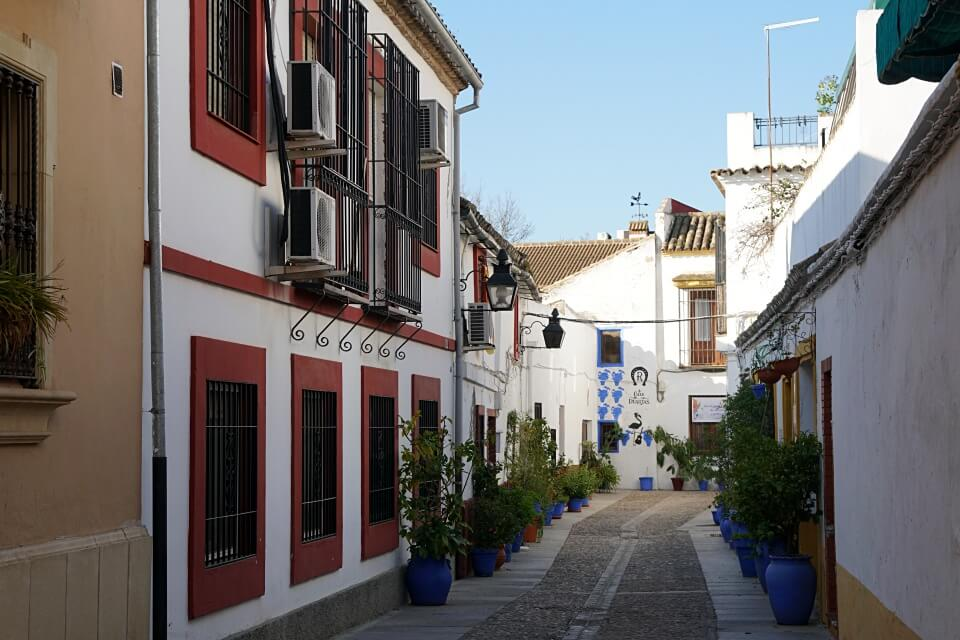 Gasse im Viertel San Basilio in Cordoba