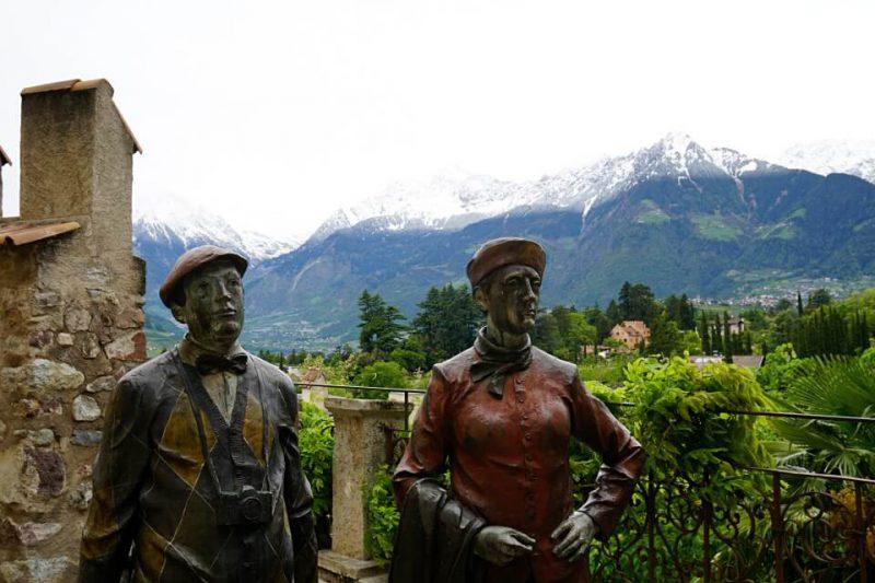 Skulpturen in den Gaerten von Schloss Trauttmansdorff in Meran