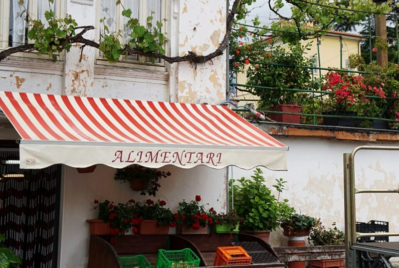 Laden in Borgomaro in Ligurien