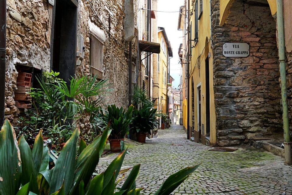 In den Gassen von Borgomaro in Ligurien