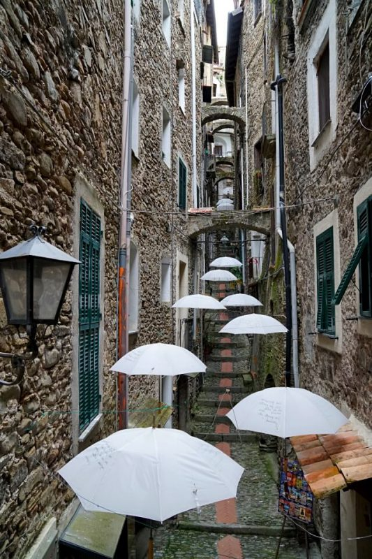 Die Gassen von Dolceaqua in Ligurien