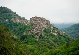 Apricale im Hinterland von Ligurien an der Blumenriviera