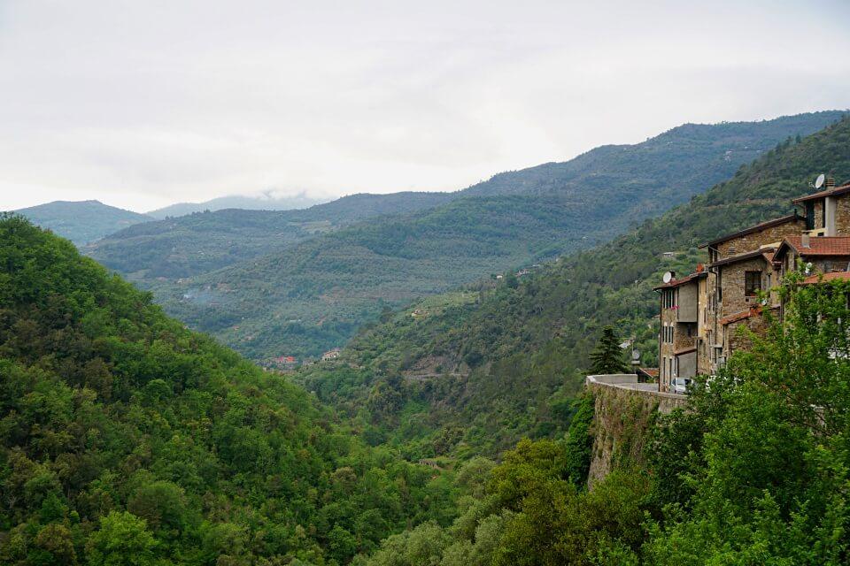 Das Umland von Apricale in Ligurien