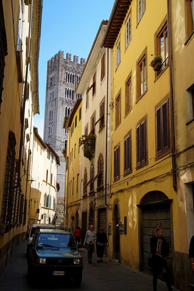 In den Gassen von Lucca in der Toskana