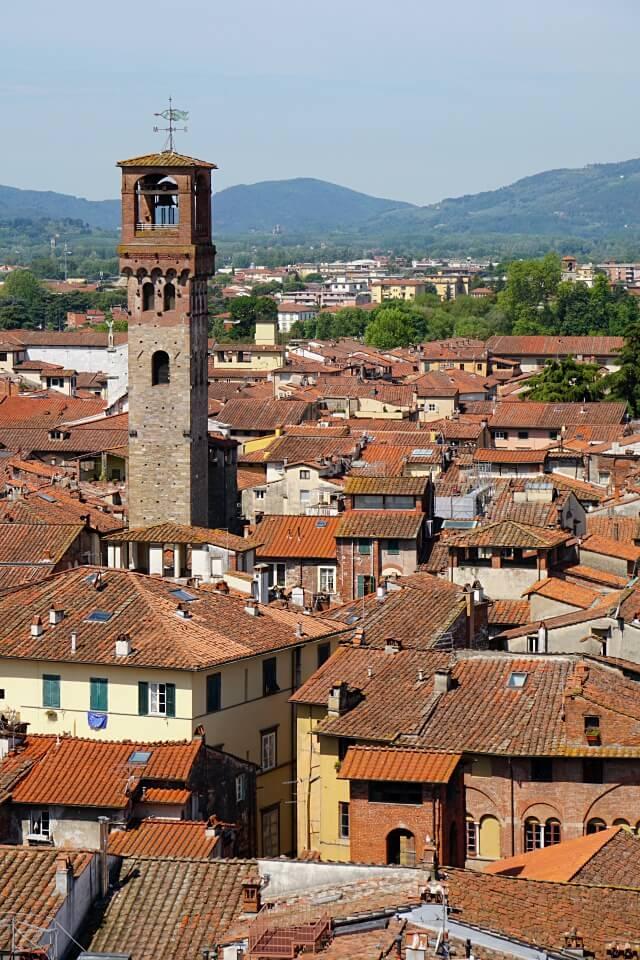Luccas Uhrenturm vom Torre Guinigi aus gesehen