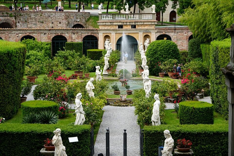 Prachtvoller Garten des Palazzo Pfanner in Lucca