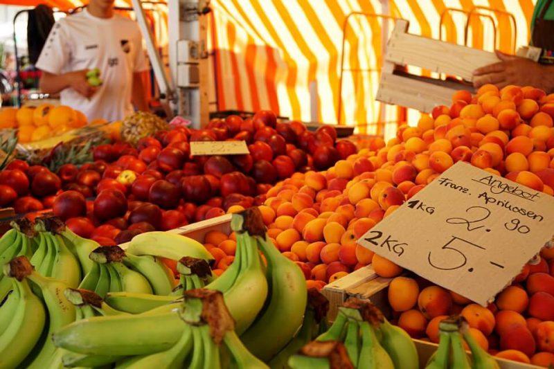 Wochenmarkt auf dem Marktplatz Ludwigsburg