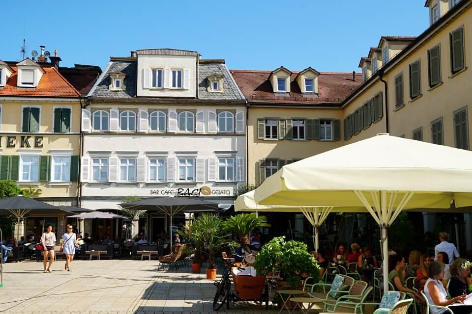 Marktplatz mit Arkaden in Ludwigsburg