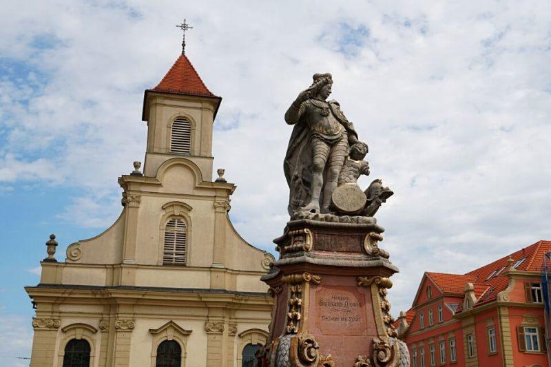 Statue von Herzog Eberhard Ludwig von Wuerttemberg auf dem Marktplatz Ludwigsburg
