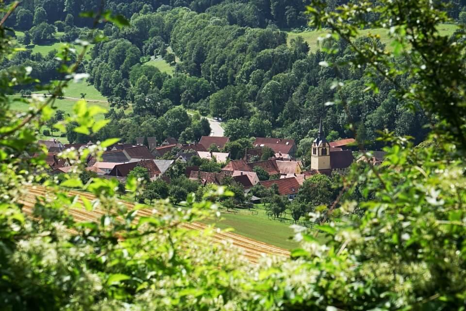 Blick auf Baechlingen auf dem Pfad der Stille