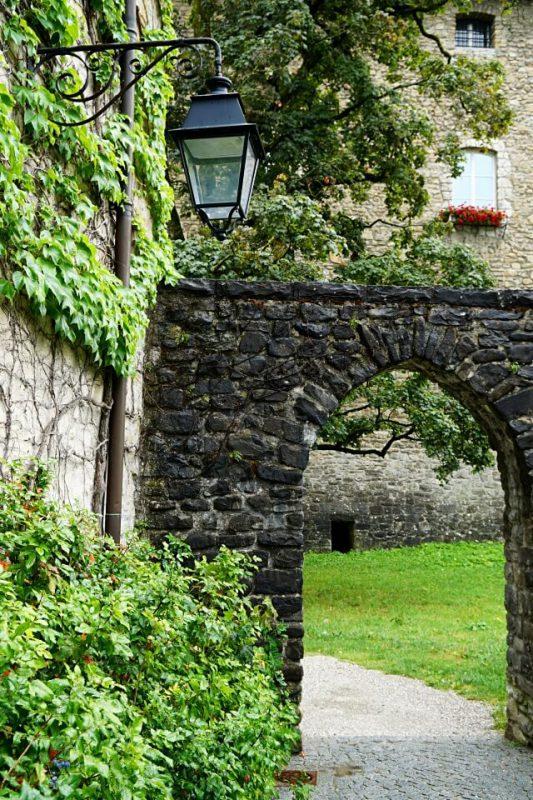 Das Schloss in Bulle im Kanton Freiburg in der Schweiz