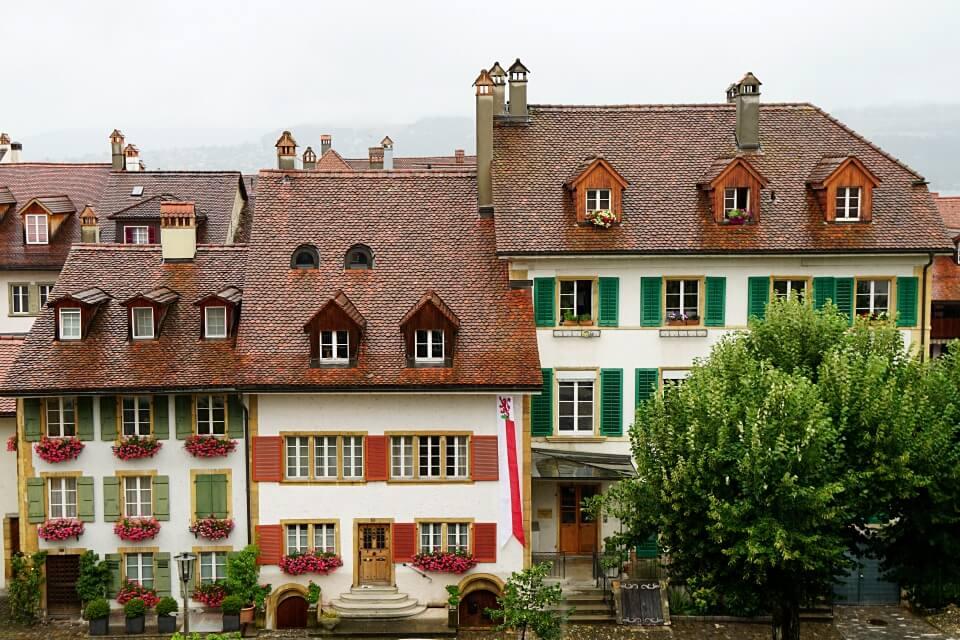 Fassaden in Murten im Kanton Freiburg
