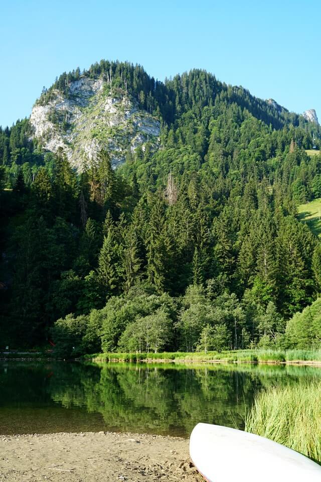 Der Schwarzsee im Kanton Freiburg in der Schweiz