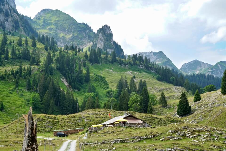 Breccaschlund Wanderung mit Einkehr in der Alp Marbach Brecca