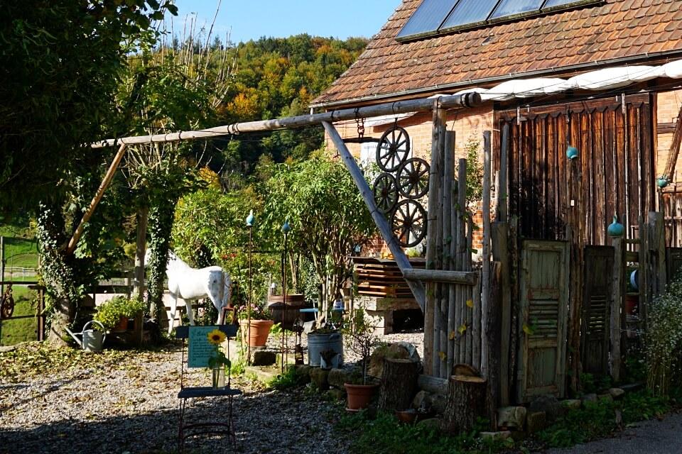 Das Garten Cafe Keramik beim Struempfelbachviadukt im Schwaebischen Wald