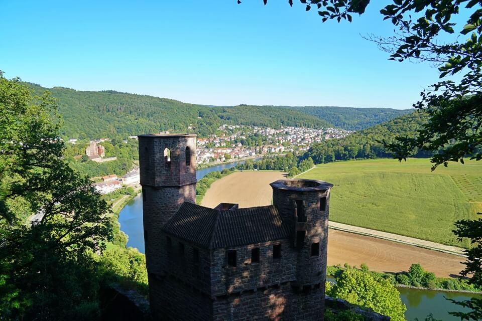 Burg Schadeck wird auch Schwalbennest genannt