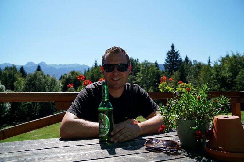 Pause auf der Alm Vogar im Triglav Nationalpark in Slowenien