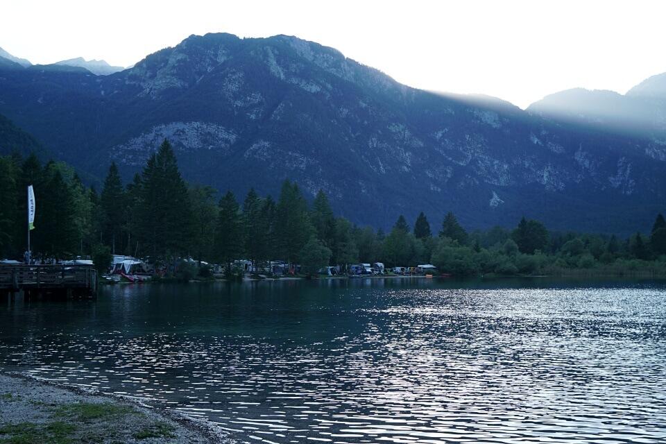 Blick auf Camp Bohinj der Campingplatz direkt am Bohinj See