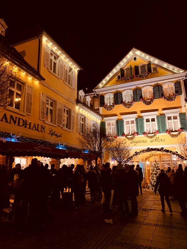 Weihnachtsmarkt auf dem barocken Marktplatz Ludwigsburg