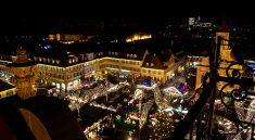 Blick von oben auf den Ludwigsburger Barock Weihnachtsmarkt
