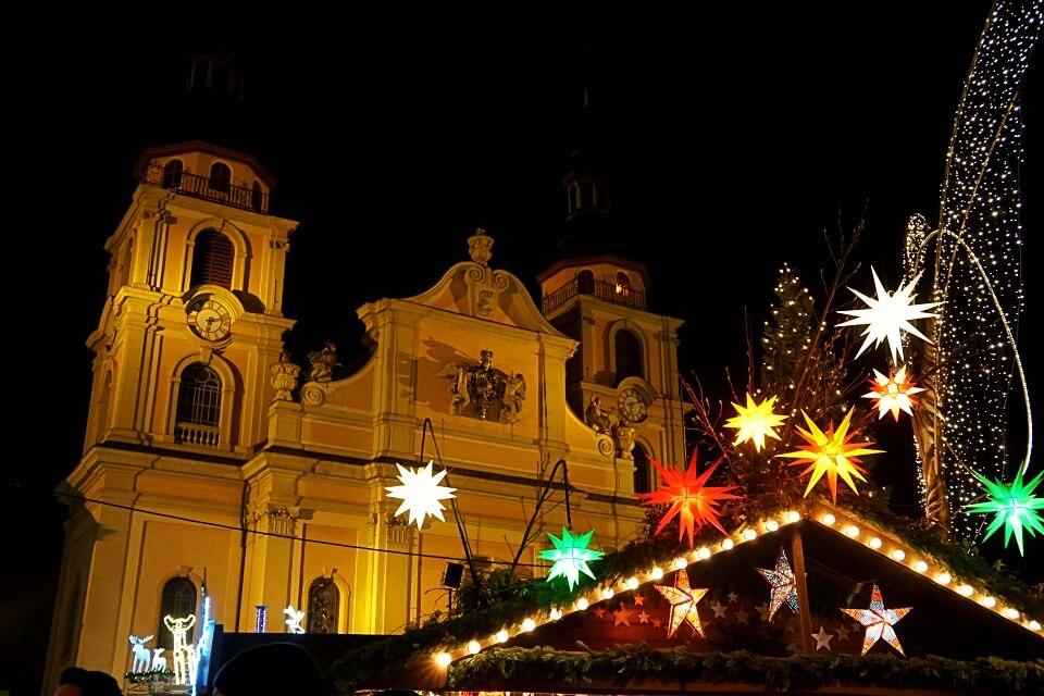 Weihnachtsmarkt Ludwigsburg vor der Barockkirche