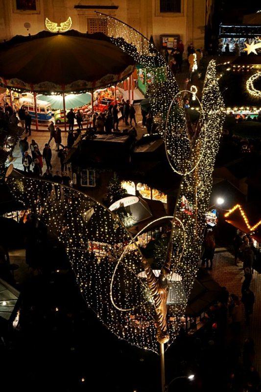 Blick von oben auf den Weihnachtsmarkt Ludwigsburg
