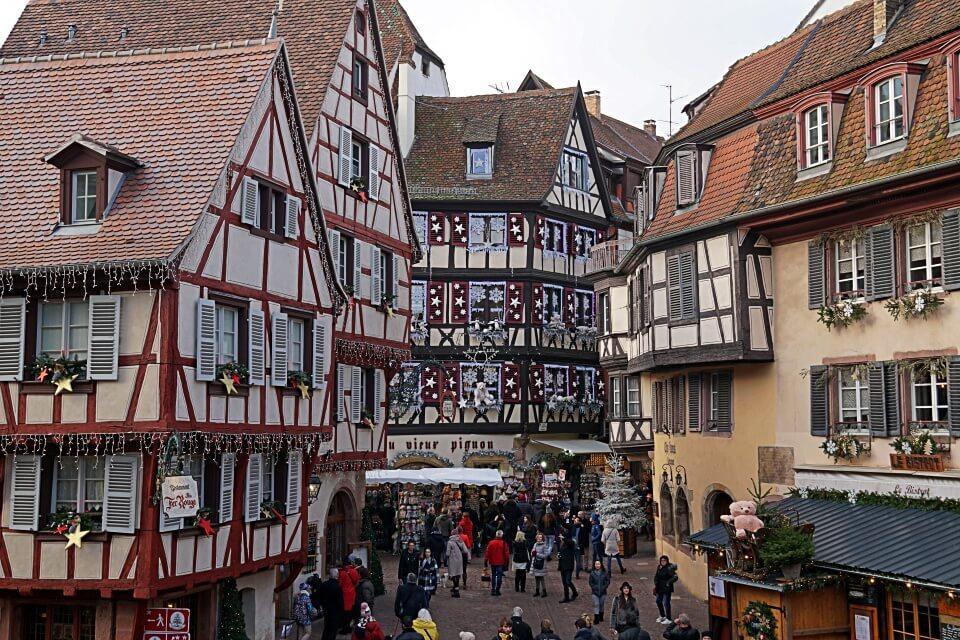 Weihnachtsmarkt auf der Place du Marche aux Fruits in Colmar
