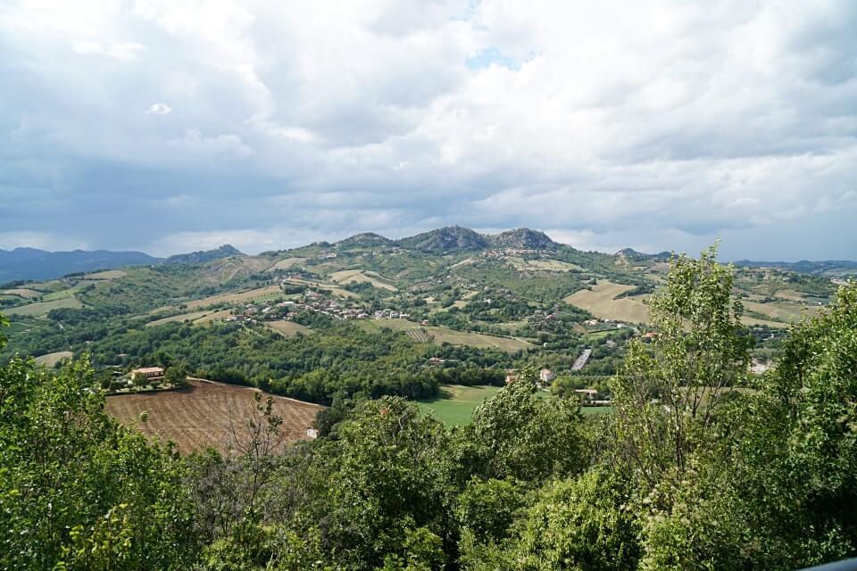 Ausblicke im Hinterland von Rimini auf das Valmarecchia
