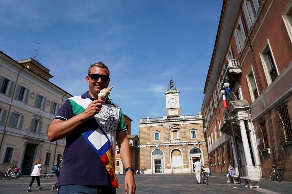 Eis auf der Piazza del Popolo in Ravenna