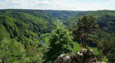 Wandern im Donaubergland auf der Schwaebischen Alb - Ausblick auf der Donaufelsentour