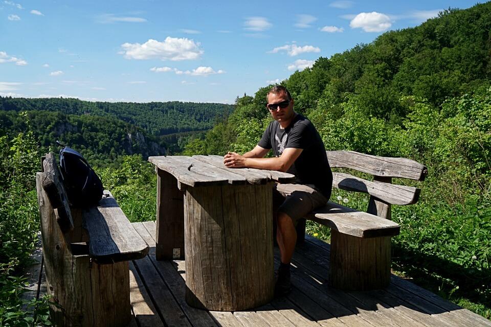 Pause auf der Donaufelsen Wanderung im Donaubergland